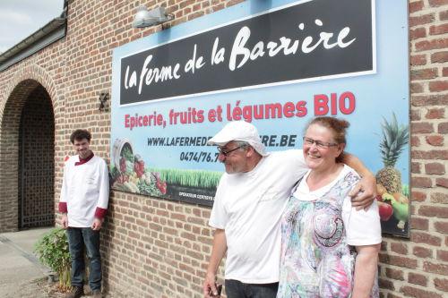 D'un côté, Nicolas, le traiteur, de l'autre, Nadine et Pierre, les fermiers. ©Olivier Bailly / Agence Alter