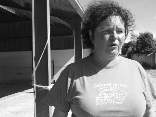 Depuis la création de sa ferme pédagogique en 2001, Gaëtane Anselme partage sa passion du métier à de nombreux enfants. ©Marinette Mormont / Agence Alter