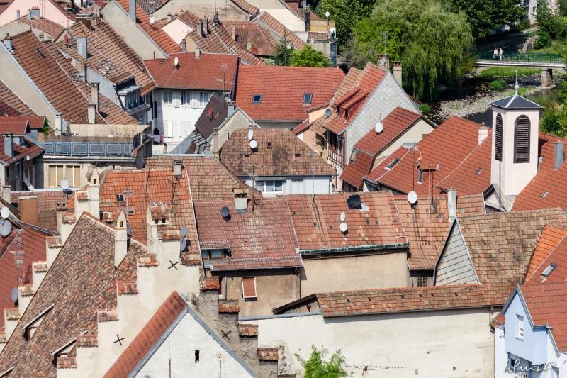 Ce n'est pas tout d'avoir un toit, encore faut-il qu'il soit bien isolé (pour éviter les tuiles).