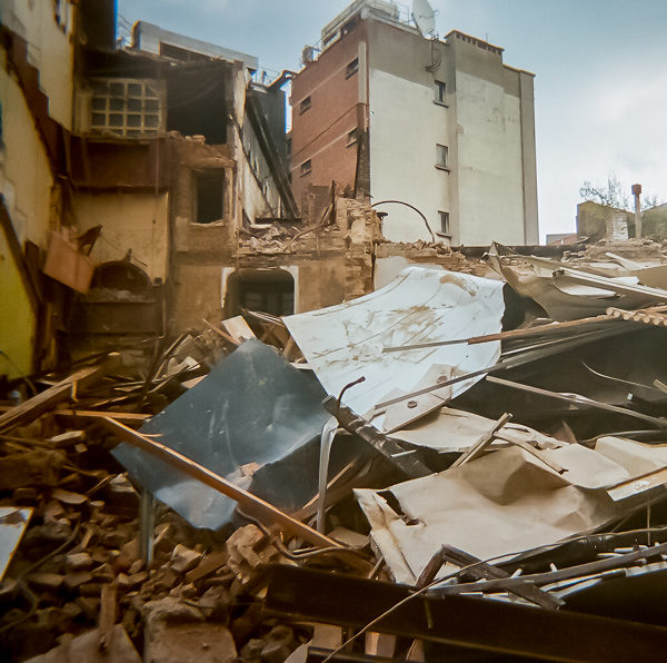 Squat en démolition près de la gare de Charleroi.