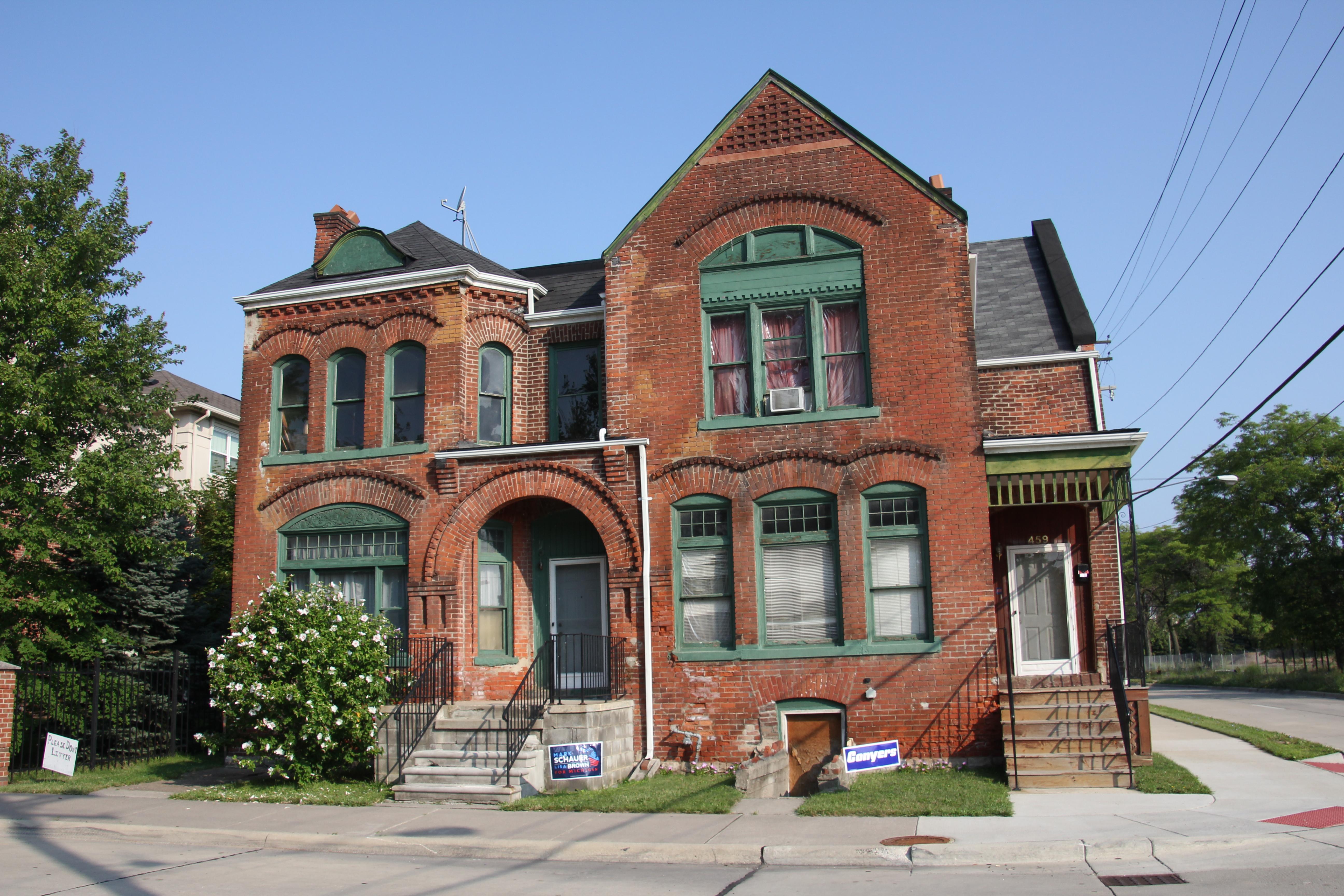 Acheter une maison abandonnée pour un euro ? C'est possible dans certains coins d'Europe. CC KnitSpirit/Flickr