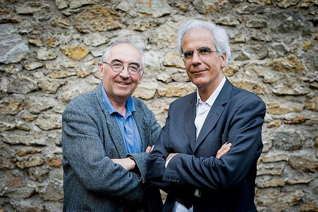 """""""On est dos au mur. Il ne nous reste qu'une chose : rêver, inventer, retrouver le goût de l'agir commun"""". Christian Laval et Pierre Dardot."""