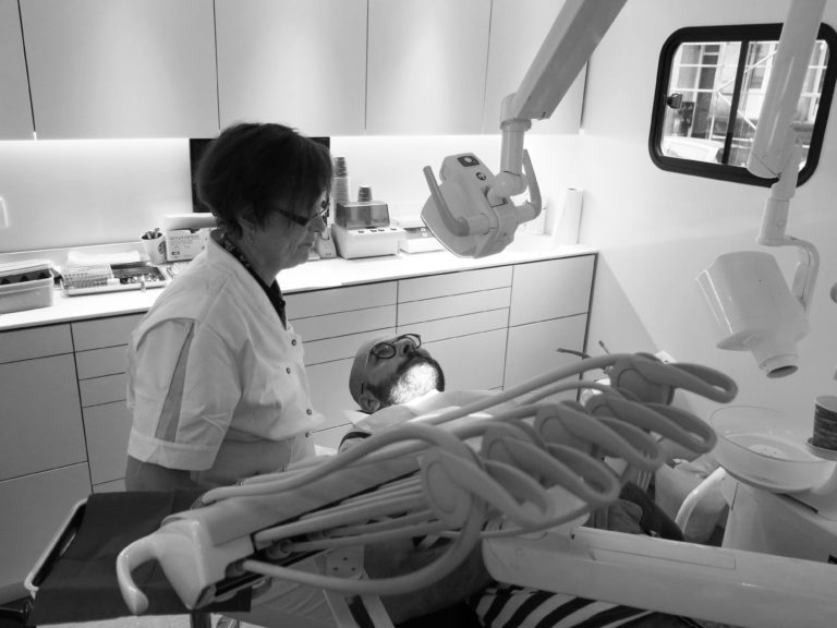 Un cabinet dentaire provisoire pour soigner les plus fragilis s alter echos - Cabinet dentaire dammarie les lys ...